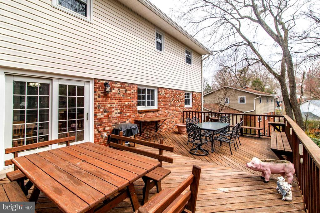 28 X 16 Deck with stairs to yard. - 9329 GLENBROOK RD, FAIRFAX