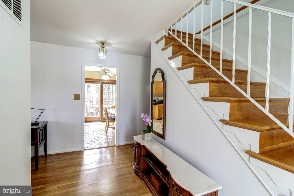 Foyer - 9329 GLENBROOK RD, FAIRFAX
