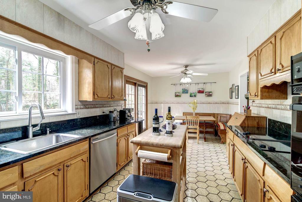 Kitchen updates, including Granite counters. - 9329 GLENBROOK RD, FAIRFAX