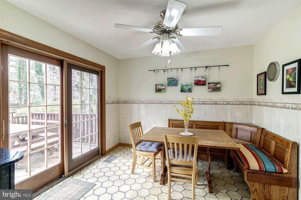 Kitchen eating area with doors to deck. - 9329 GLENBROOK RD, FAIRFAX