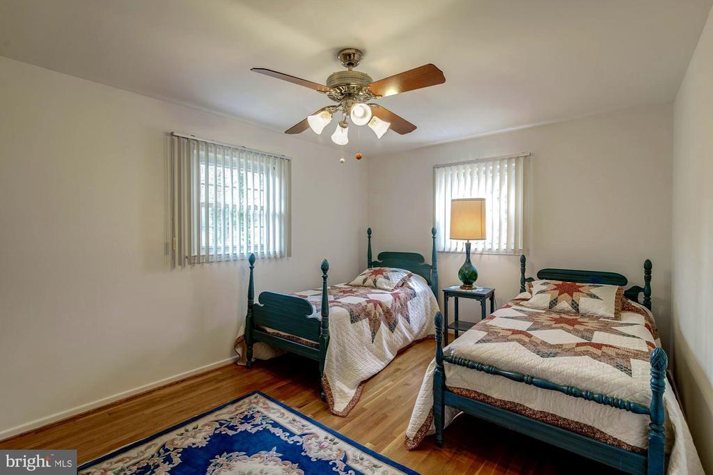 Bedroom 2 - 9329 GLENBROOK RD, FAIRFAX