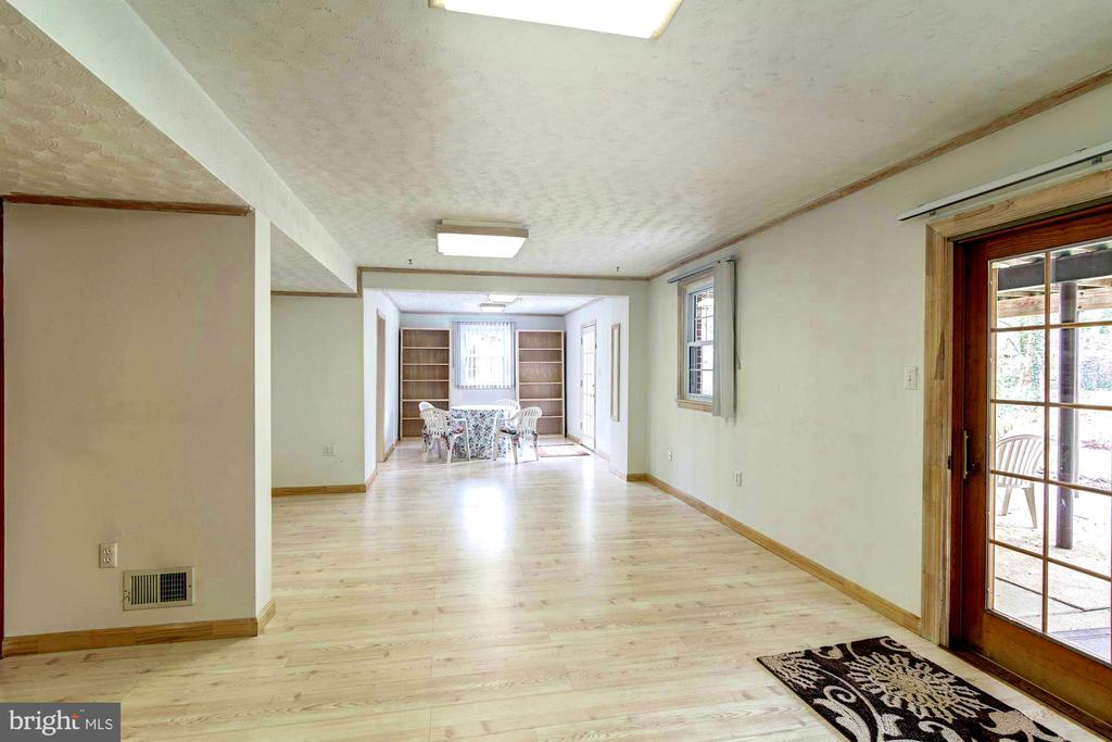 Rec Room across the back with doors to yard. - 9329 GLENBROOK RD, FAIRFAX