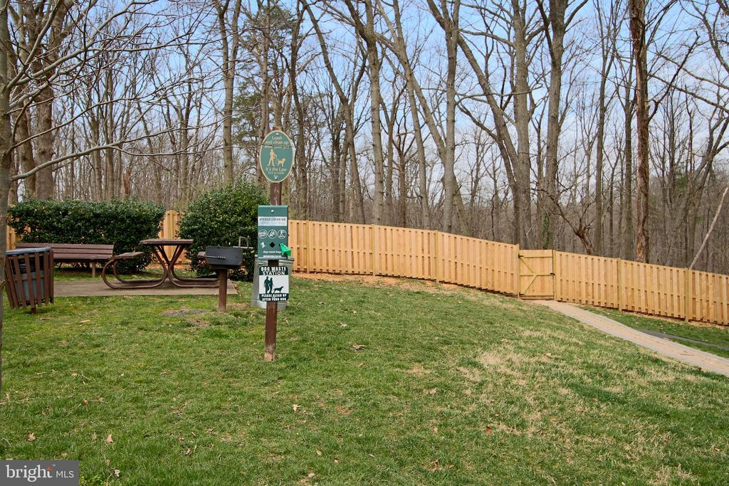 Picnic areas, and dog friendly access to the park. - 5091 7TH RD S #102, ARLINGTON