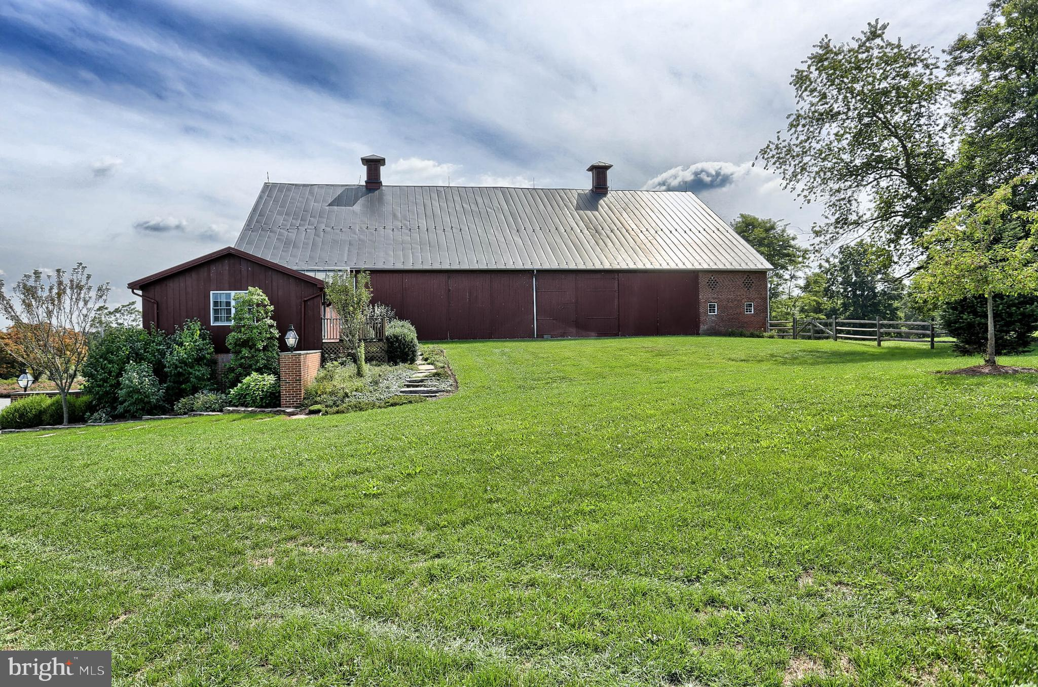 Bank-Barn with 1 Bedroom Guest Apartment