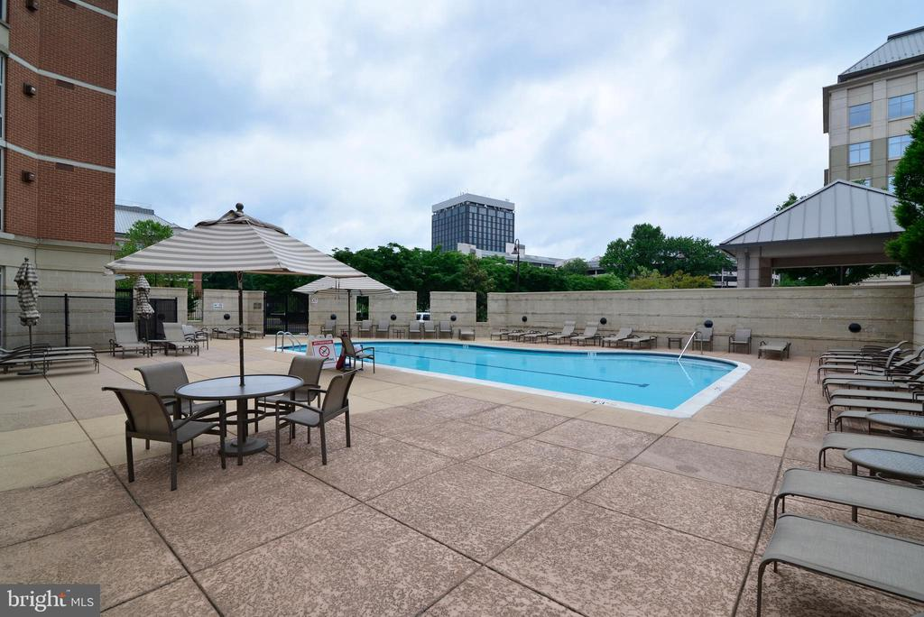 Pool and deck area - 11760 SUNRISE VALLEY DR #1014, RESTON