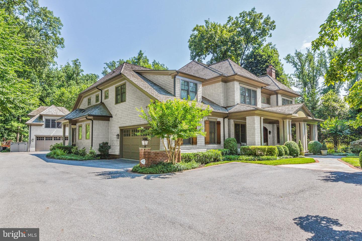 Single Family Home for Sale at 9115 Burning Tree Road Bethesda, Maryland 20817 United States
