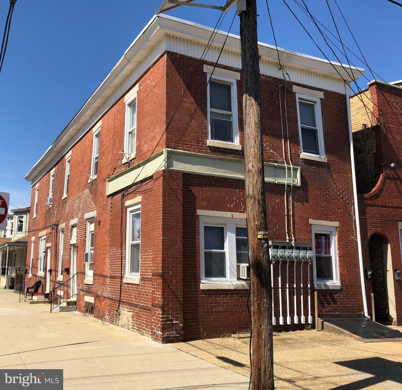 Plusieurs Familles pour l Vente à 35 S SUSSEX Street Gloucester City, New Jersey 08030 États-UnisDans/Autour: Gloucester City