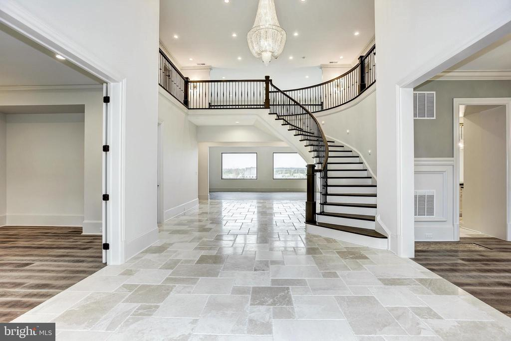 Stunning entryway - 22501 CREIGHTON FARMS DR, LEESBURG