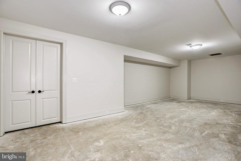 Perfect space for a Home Gym or add'l storage - 22501 CREIGHTON FARMS DR, LEESBURG