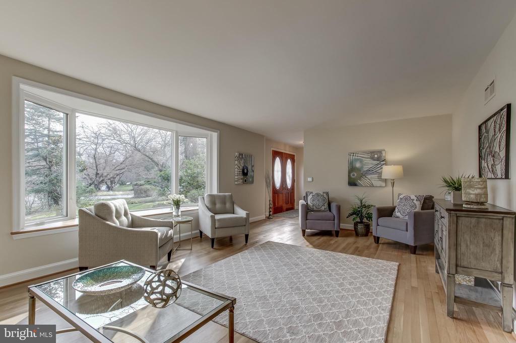Living Room - 6108 NEILWOOD DR, NORTH BETHESDA