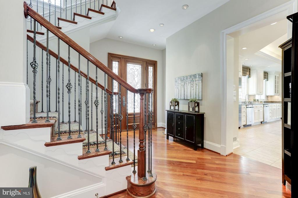 Back Staircase - 7826 SWINKS MILL CT, MCLEAN