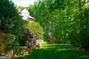 Private Side Yard - 7826 SWINKS MILL CT, MCLEAN
