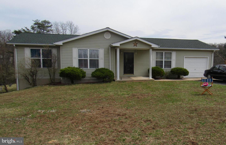 Single Family for Sale at 161 Cedar Ridge Dr Berkeley Springs, West Virginia 25411 United States