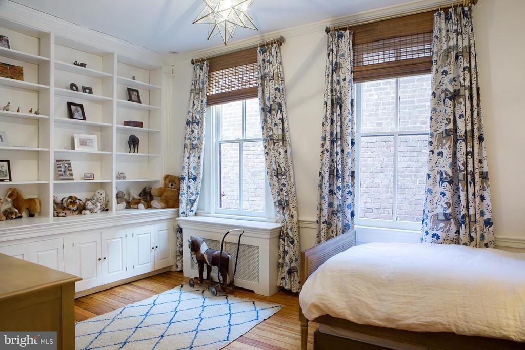 Third Middle Back Bedroom Southeast - 14 4TH ST SE, WASHINGTON