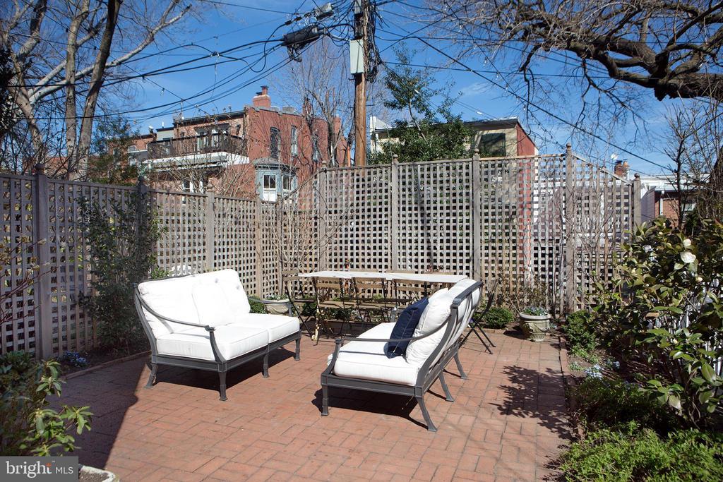 Landscaped Rear Yard East - 14 4TH ST SE, WASHINGTON