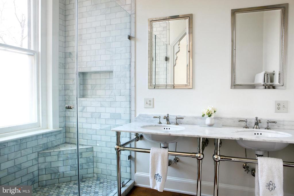 Master Suite Bath North - 14 4TH ST SE, WASHINGTON