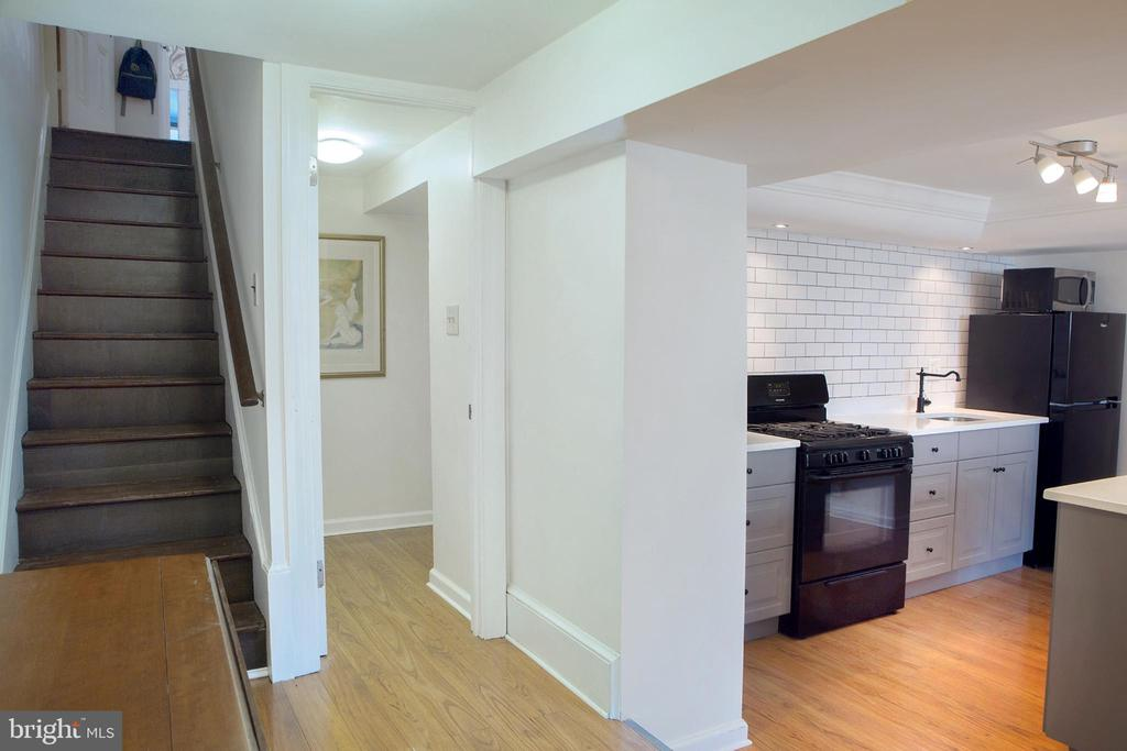 In-Law Suite Entry Hall West - 14 4TH ST SE, WASHINGTON