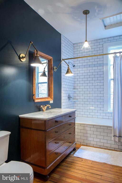 Upper Level Full Bath South - 14 4TH ST SE, WASHINGTON