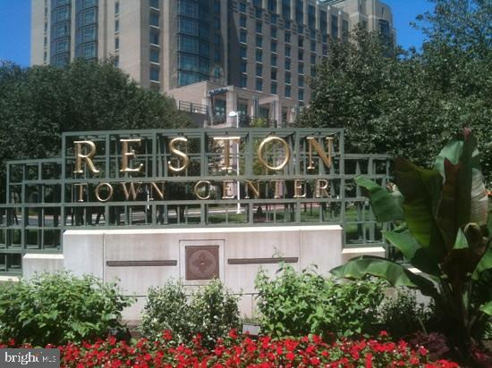 Walk to shops, restaurant, dining, entertainment!! - 1830 FOUNTAIN DR #1001, RESTON