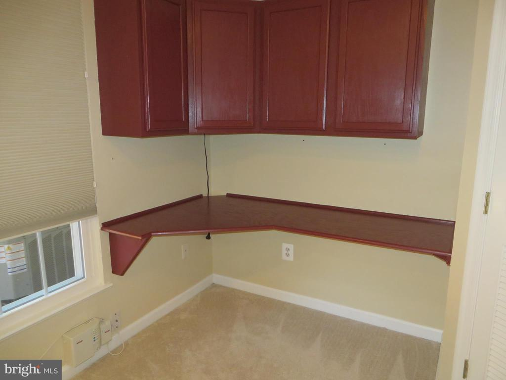 BUILT-IN OFFICE CABINETS IN CORNER OR REC ROOM - 6534 PARISH GLEBE LN, ALEXANDRIA