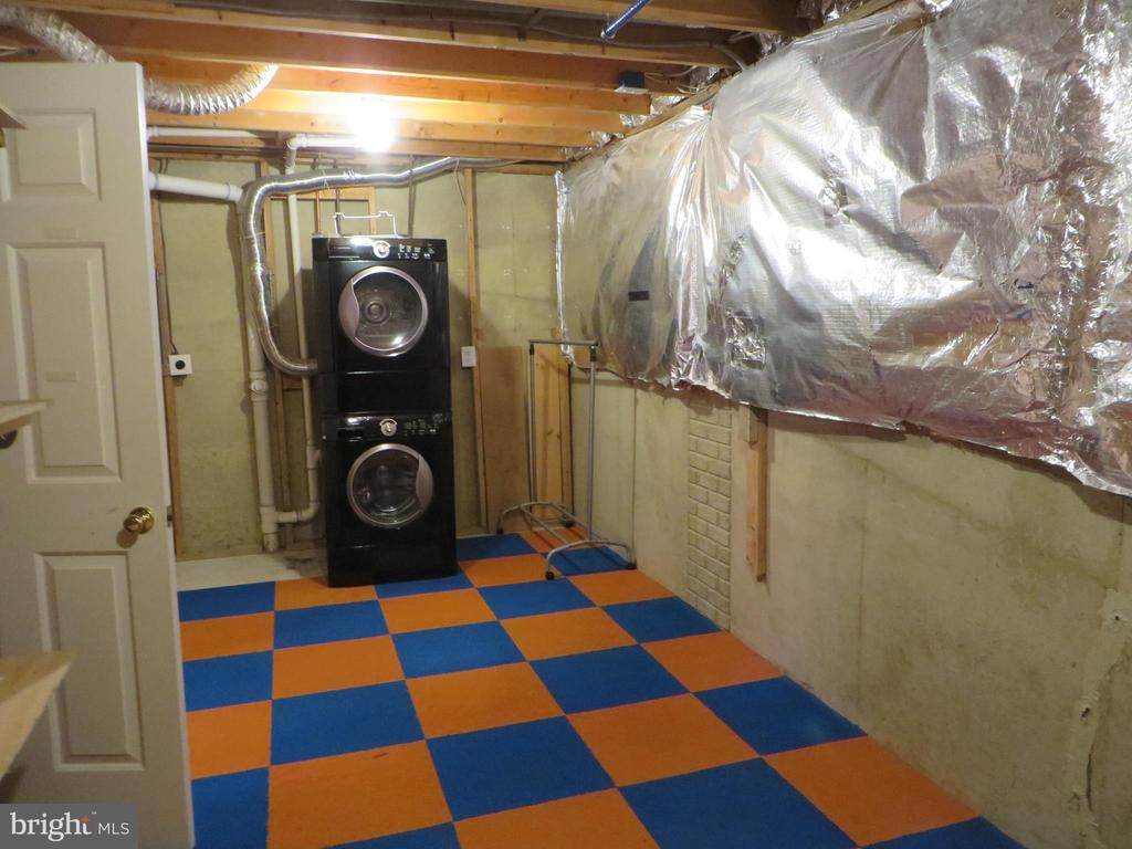 BIG STORAGE ROOM WITH WASHER AND DRYER - 6534 PARISH GLEBE LN, ALEXANDRIA