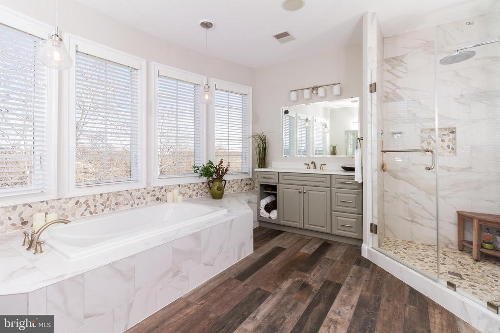 New spa bath that will soothe and take you away - 17160 SPRING CREEK LN, LEESBURG