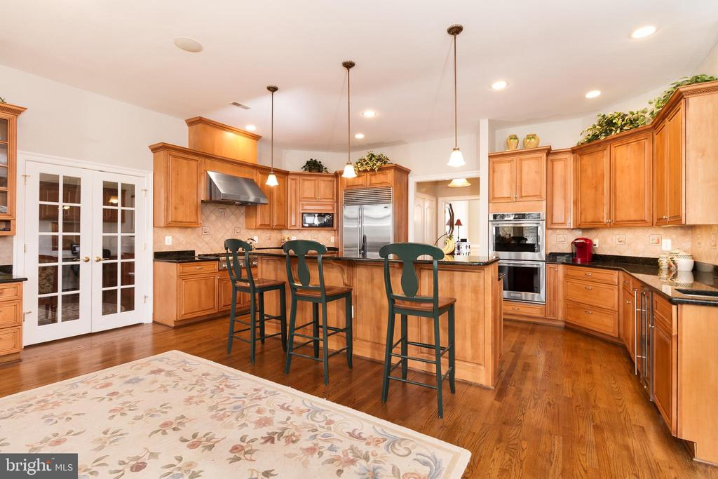 Another view of Gourmet Kitchen-doors to hobby rm - 17160 SPRING CREEK LN, LEESBURG