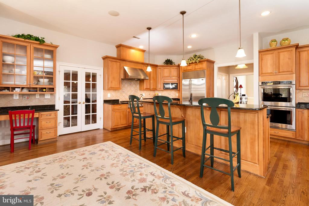 A place for everything - Chef's Gourmet Kitchen - 17160 SPRING CREEK LN, LEESBURG