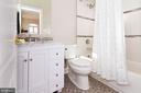 Updated bathroom en suite - 17160 SPRING CREEK LN, LEESBURG