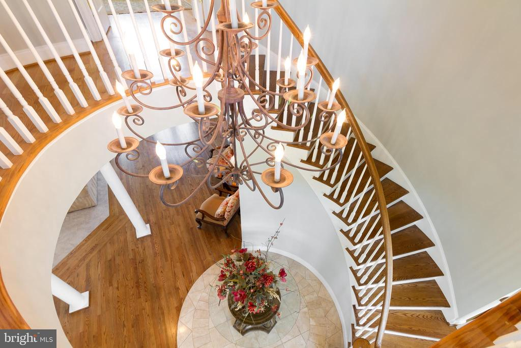 Spiral staircase is one of two to upper level - 17160 SPRING CREEK LN, LEESBURG