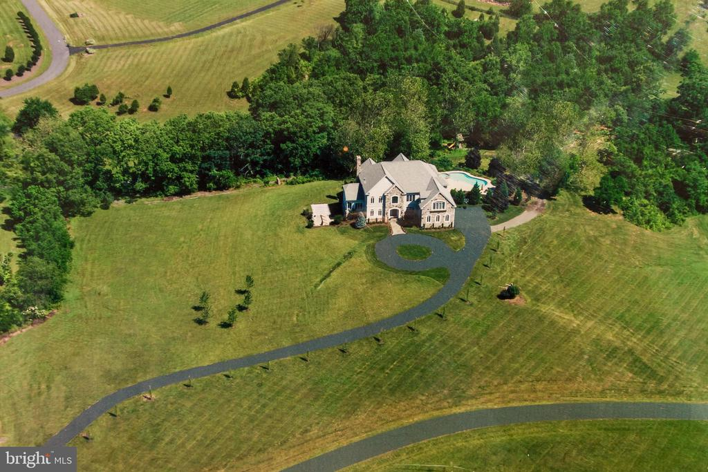 Property has a gorgeous pool, tree-house and barn - 17160 SPRING CREEK LN, LEESBURG