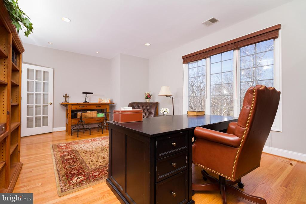 Office is in addition to 5 bedrooms up - 17160 SPRING CREEK LN, LEESBURG