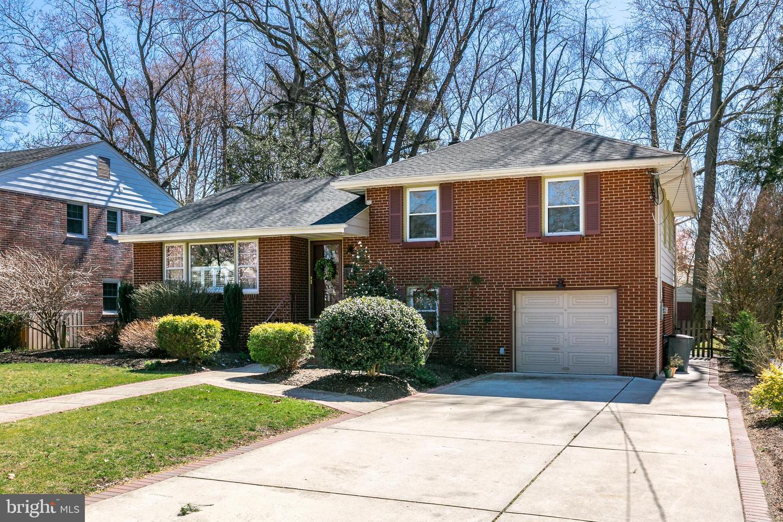 Maison unifamiliale pour l Vente à 208 HAZEL Haddon Township, New Jersey 08108 États-Unis
