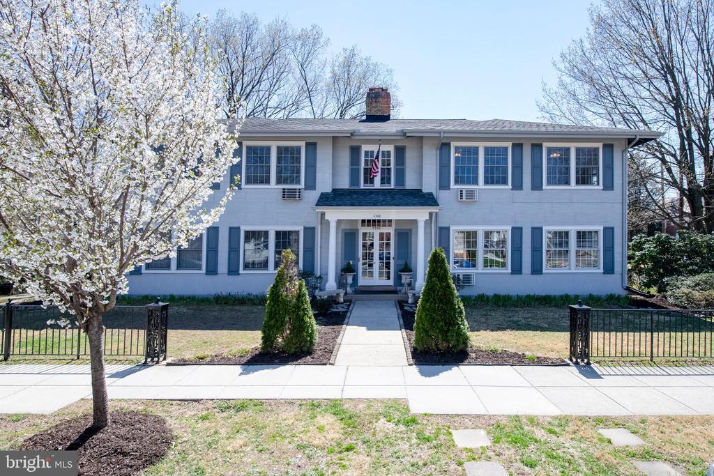 Beautiful property on gorgeous residential street - 4348 ELLICOTT ST NW, WASHINGTON