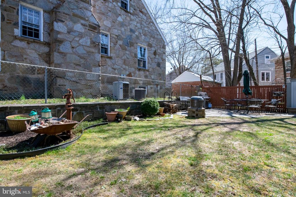 Side Yard could potentially allow for expansion - 4348 ELLICOTT ST NW, WASHINGTON