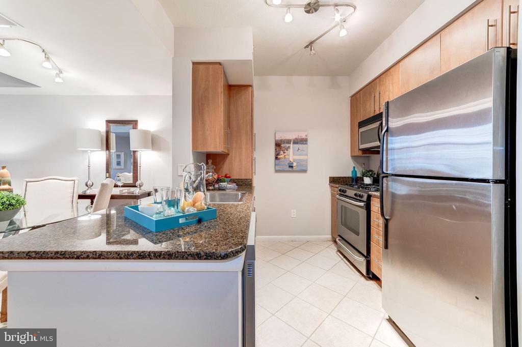 Kitchen - 1021 N GARFIELD ST #221, ARLINGTON