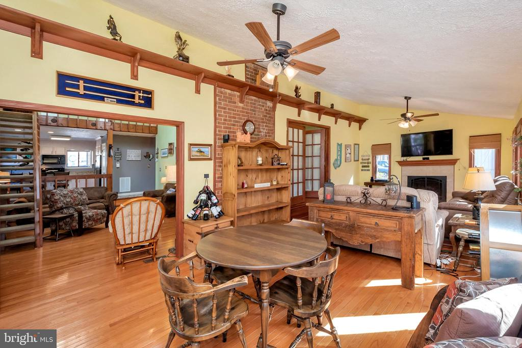 Huge  family/dining room combination - 128 HARRISON CIR, LOCUST GROVE