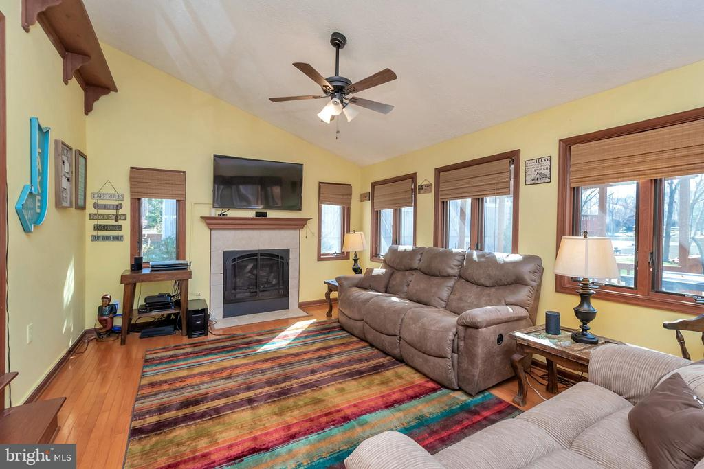 Family room to relax after a fun filled day - 128 HARRISON CIR, LOCUST GROVE