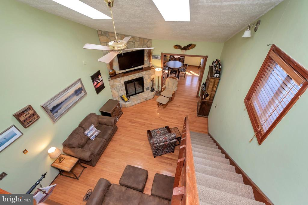 High ceilings w/natural light from the skylights - 128 HARRISON CIR, LOCUST GROVE