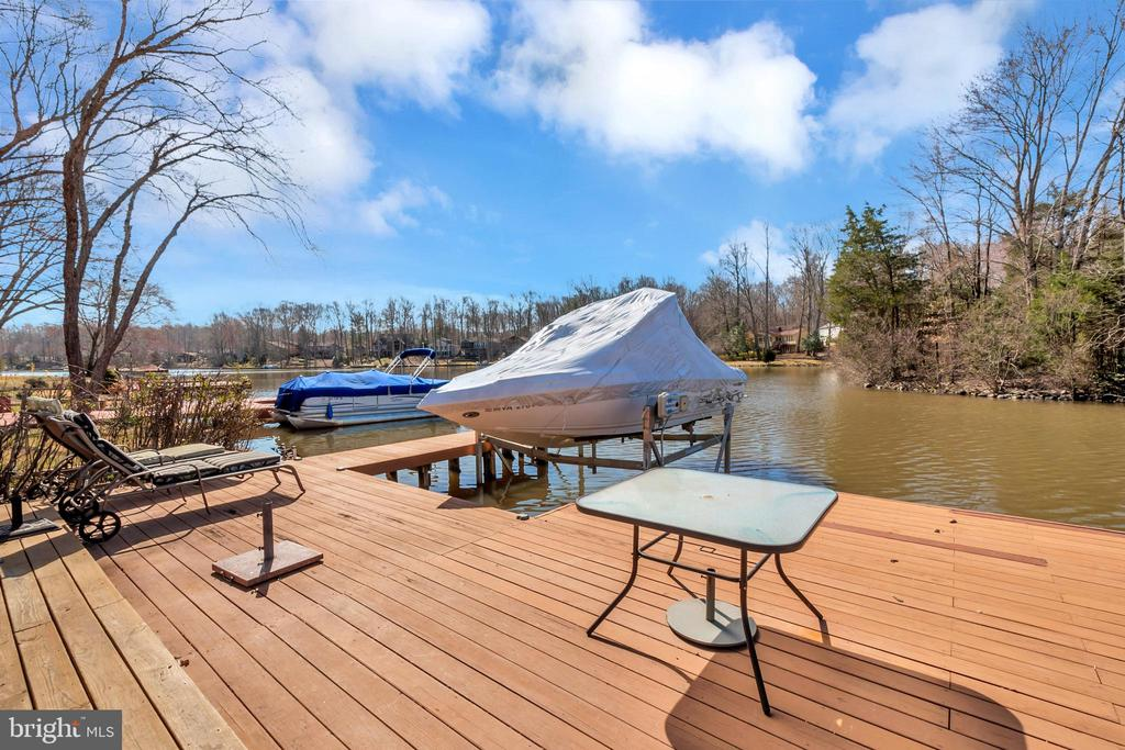 Plenty of room for everyone to enjoy sun and fun - 128 HARRISON CIR, LOCUST GROVE