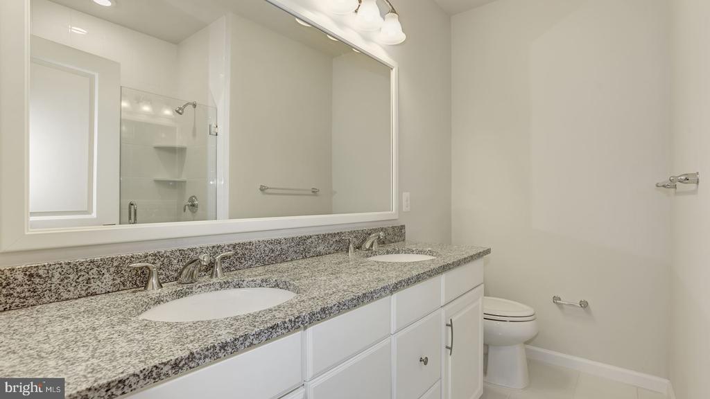 Airmont  Bathroom - 43021 GREGGSVILLE CHAPEL TER #109, ASHBURN