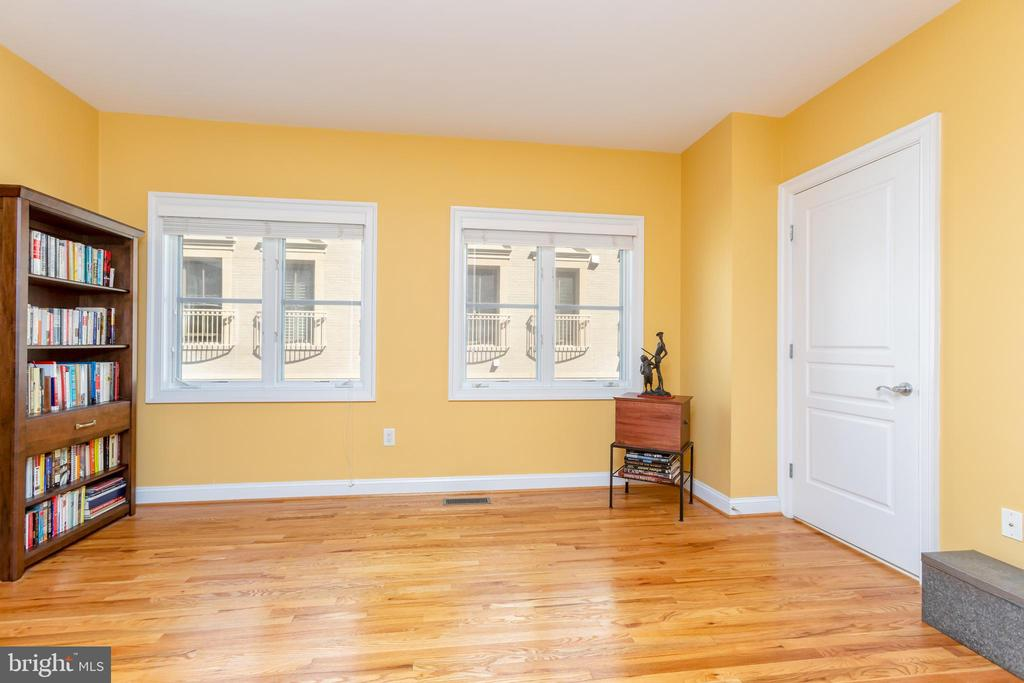 Perfect space for library or third bedroom. - 1419 N NASH ST, ARLINGTON