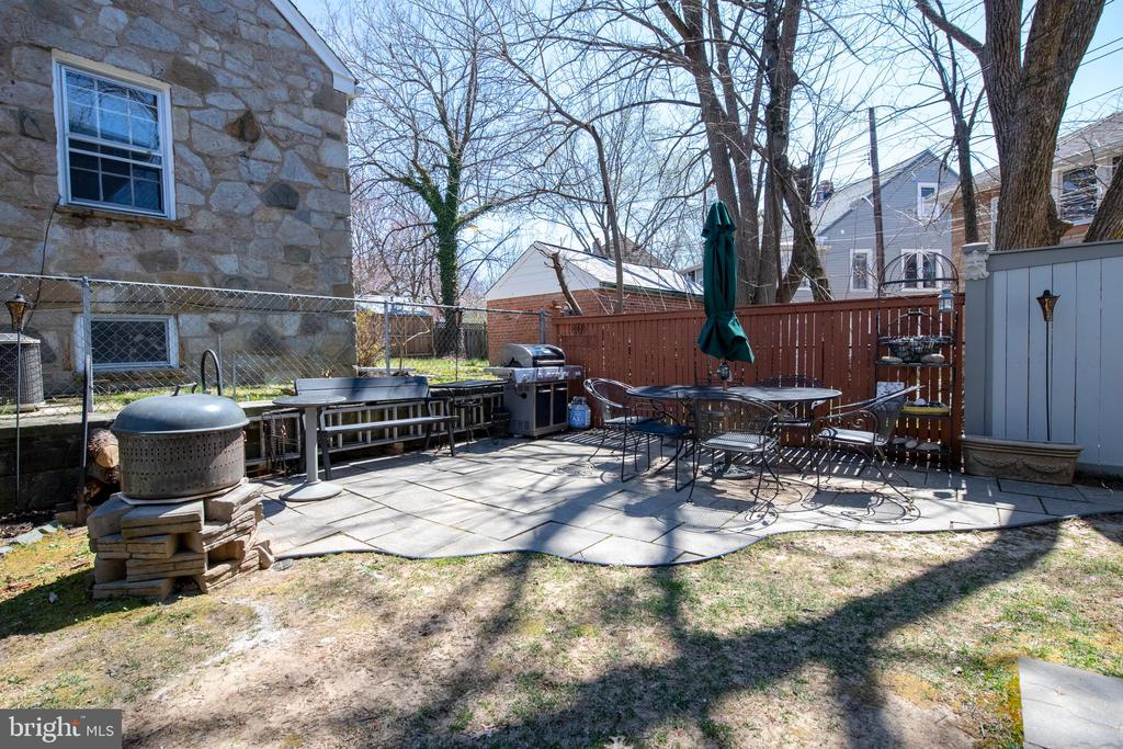 Side yard with potential expansion opportunity - 4348 ELLICOTT ST NW, WASHINGTON