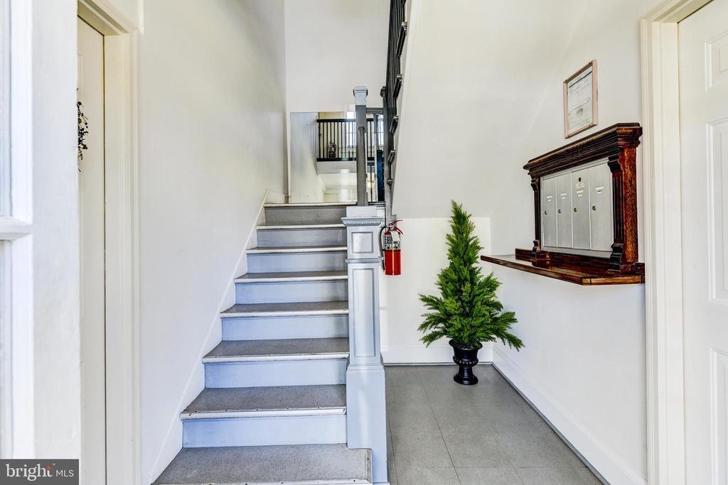 Foyer/stairwell - 4348 ELLICOTT ST NW, WASHINGTON