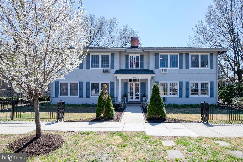 Beautiful property on residential stree - 4348 ELLICOTT ST NW, WASHINGTON