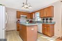 Kitchen with island - 115 BOSC CT, THURMONT