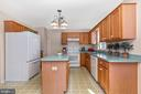 Large kitchen with plenty of cabinet space - 115 BOSC CT, THURMONT