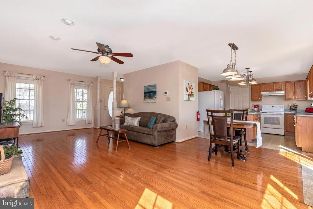 Open floor plan kitchen and dining - 115 BOSC CT, THURMONT