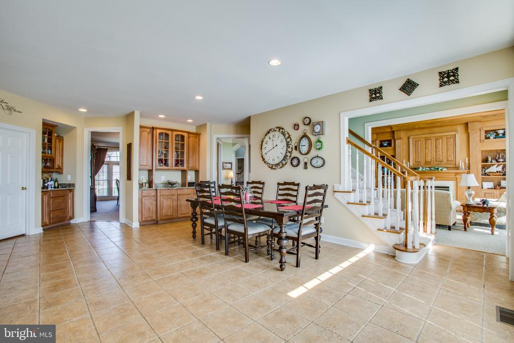 2 built-in bars & access to the 3rd stairwell - 5916 DEEP CREEK DR, FREDERICKSBURG