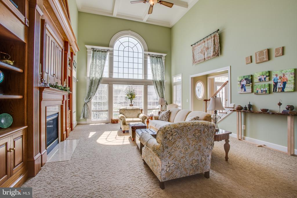 Great room features a Palladian window - 5916 DEEP CREEK DR, FREDERICKSBURG